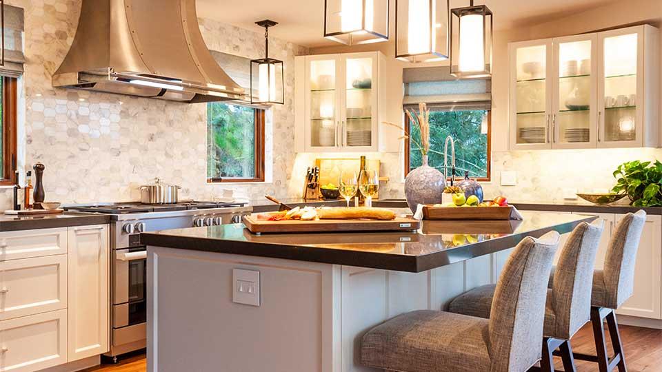 modern_cleaf_&_aluminum_kitchen_cabinets_in_del_mar