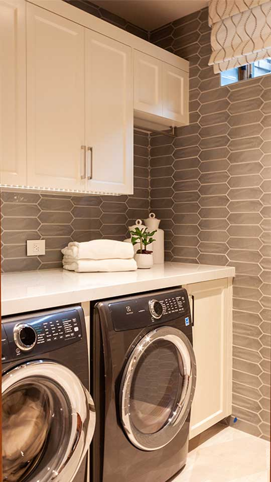 modern_cleaf_&_aluminum_laundry_room_cabinets_in_del_mar