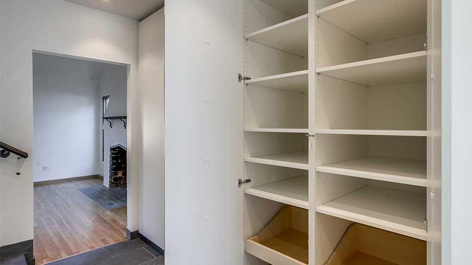 modern_high_gloss_white_cabinets_built-in_tall_doors
