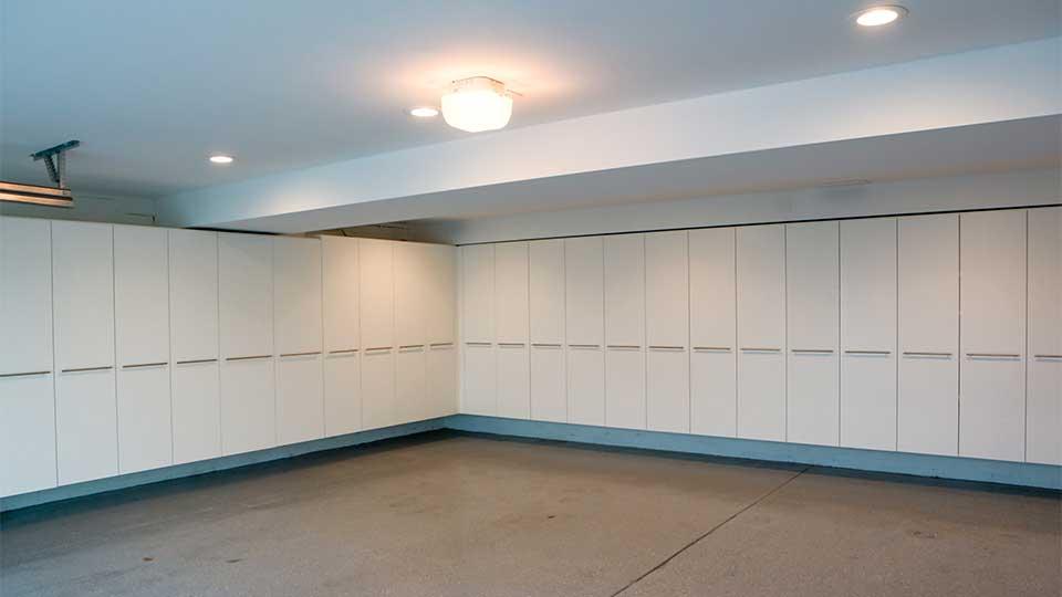 modern_high_gloss_white_garage_cabinets_in_del_mar