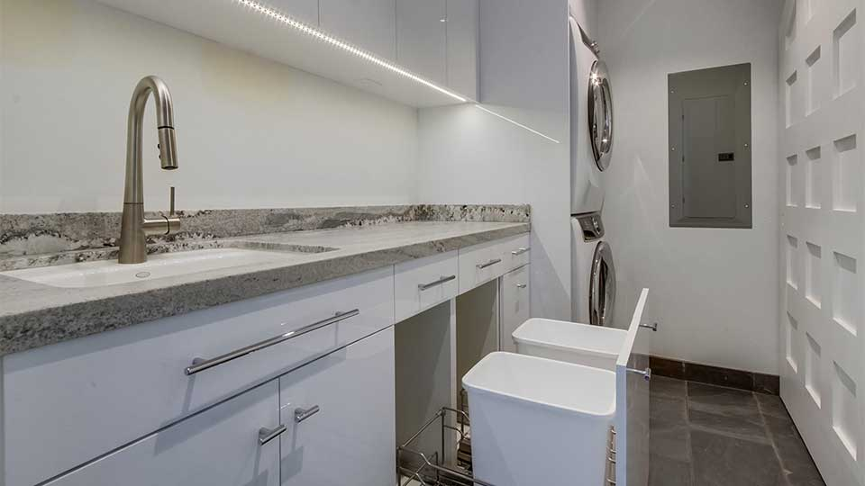 modern_high_gloss_white_laundry_room_cabinets