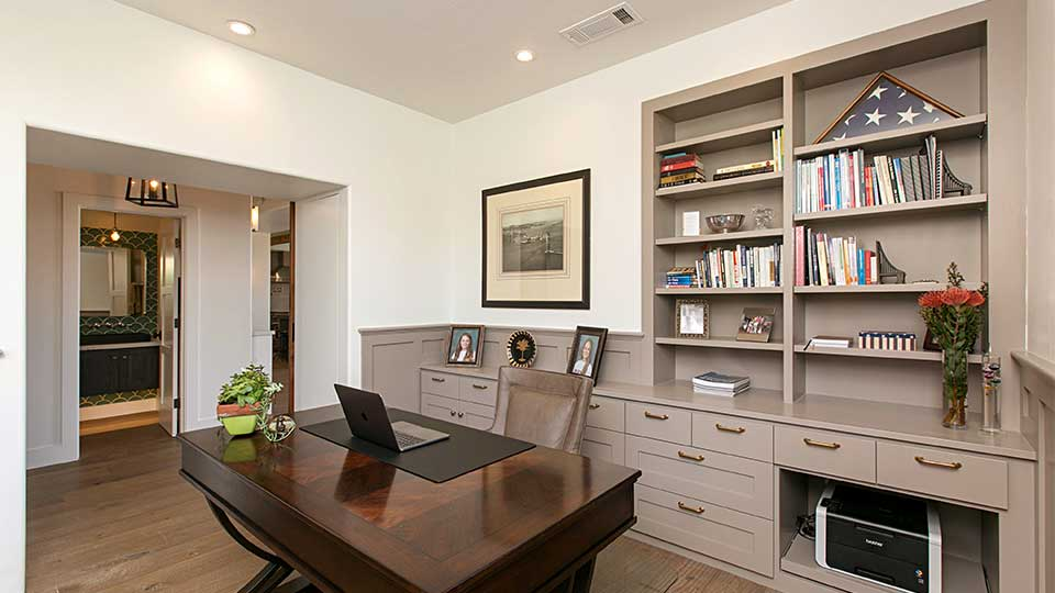 Modern_Farmhouse_Cabinets_-_Built-Ins_Desk_and_Office