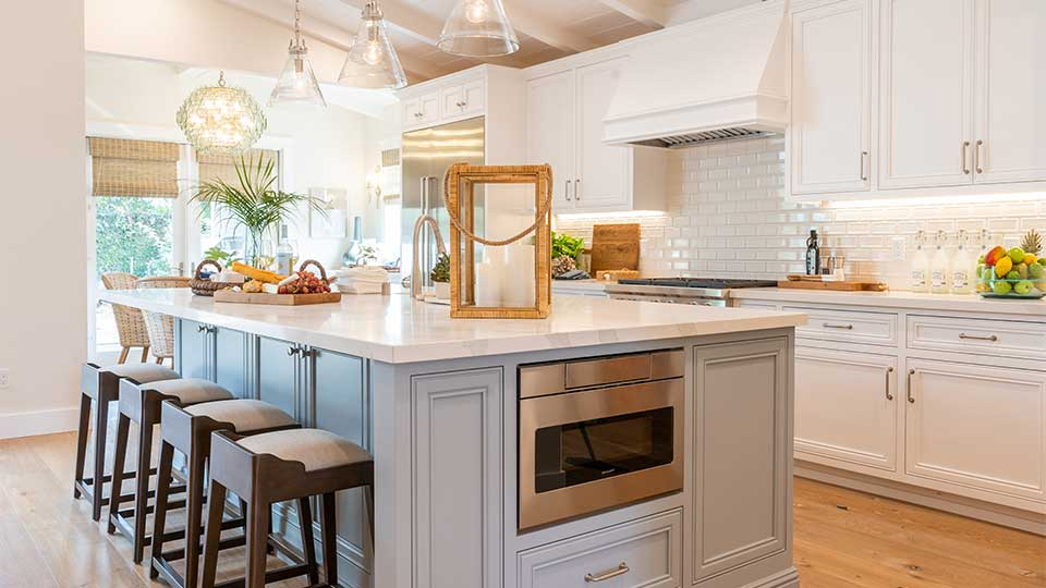 white_kitchen_cabinets